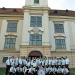 Pred dvorcem u Valpovu
